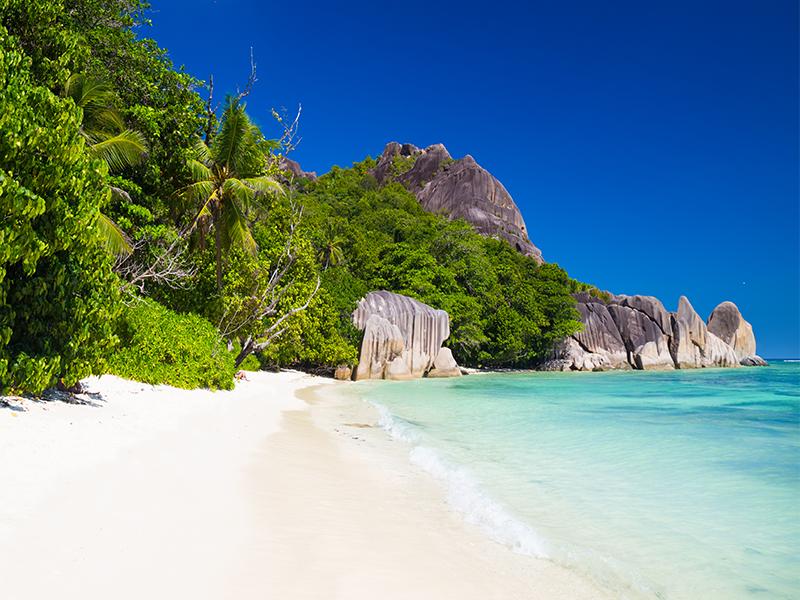 נוף טיפוסי של איי סיישל