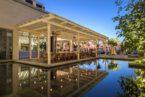 מסעדה על הבריכה בסיזרס פאלאס